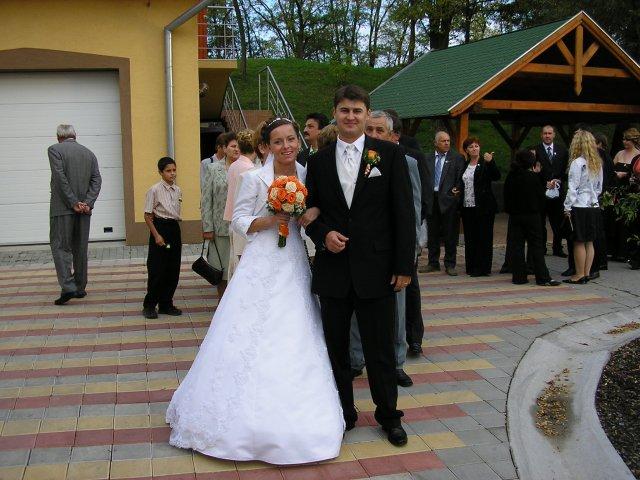Janka{{_AND_}}Maroško - príchod na svadobnú hostinu