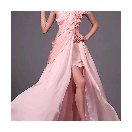 51f3fe88bcb9 Ako vybrať večerné šaty na svadbu pre nevestu i hostí