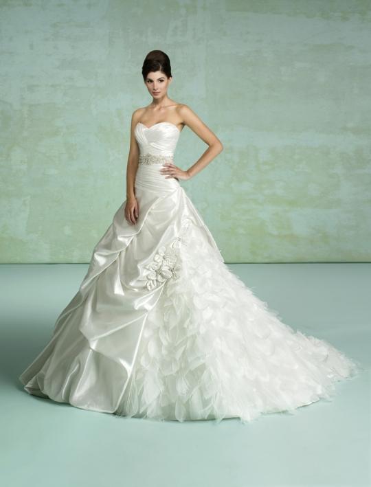 Svadobné šaty - svet 2 - Kittychenn Paris