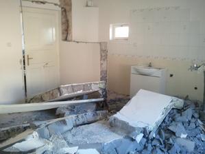 Burame kupelnu s wc ktora bola povodne v obyvacke.
