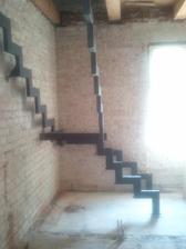 Konstrukcia schodov osadena.