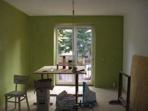 Lipova zelen- bola to krasna farba, ale dnes uz vieme ze bola velmi syta.. Neskor sme niektore steny premalovali nabielo.