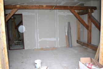 jedna izba pomaly hotova, zarubne osadene :)