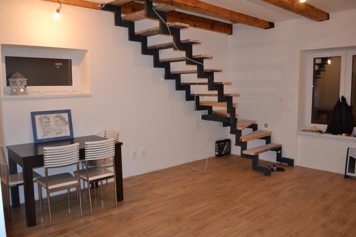 U nás - v malom dome :-) - a aj schody by mali byt medzi Vianocami a Novym rokom
