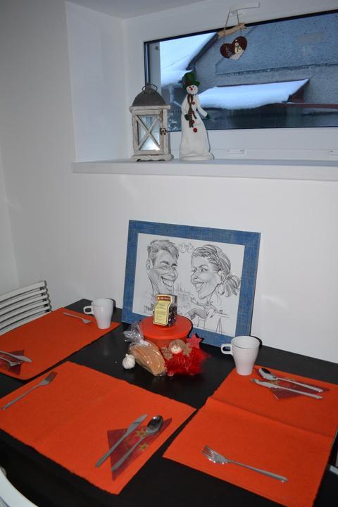 U nás - v malom dome :-) - Nemame sice vyzdobeny stol, ale mame sa radi a to je to najhlavnejsie..