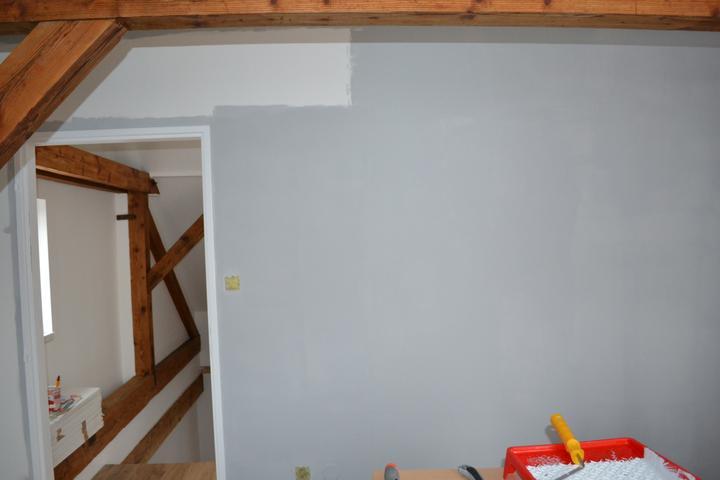 U nás - v malom dome :-) - Malujeme a mame sivu stenu ;-)