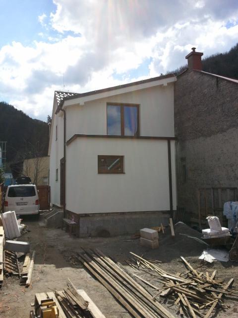 Projekt - záhrada ;-) - Tento rok nas caka sokel, schodiky k domu, terasa, travnik, kolnicka, dlazba.... a zatial stale len upratujeme :-)