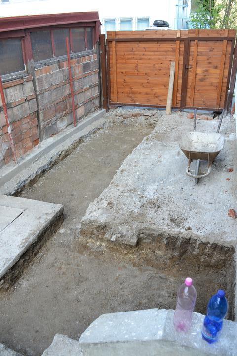 Projekt - záhrada ;-) - Vykopove prace na bazen :-D ale nie.. pod dlazbu ;-)