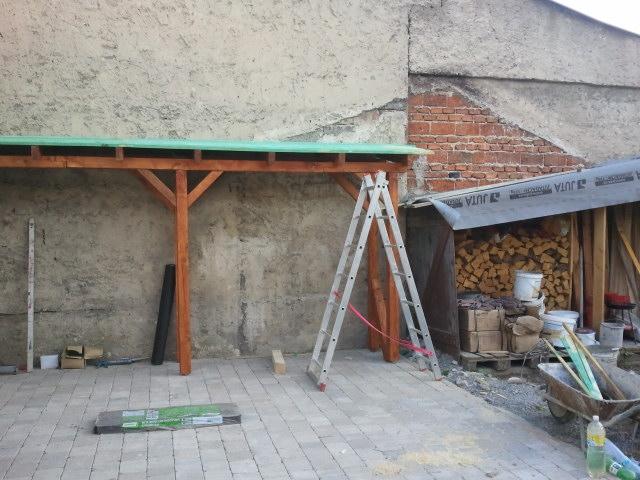 Projekt - záhrada ;-) - novy a stary pristresok na drevo.. :-)