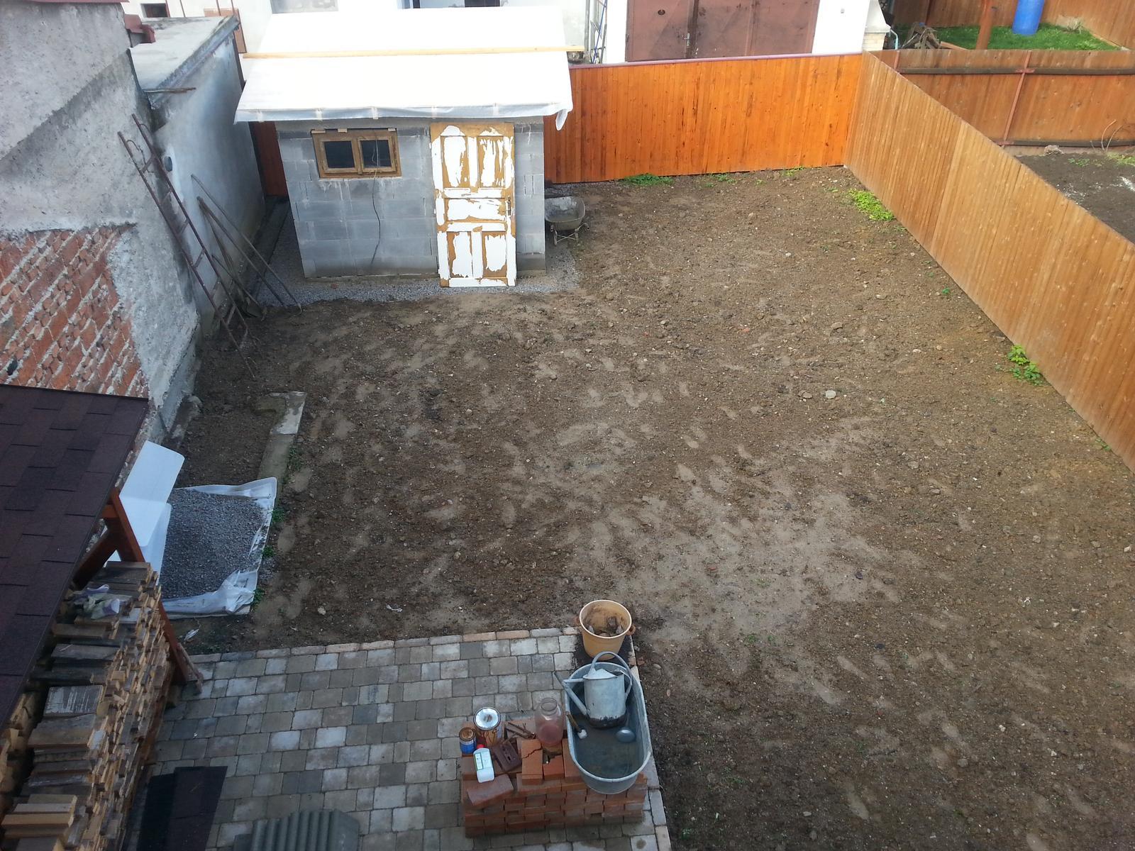 Projekt - záhrada ;-) - Kolnicka hotova (takmer) :-) aj zem konecne rozhodena..