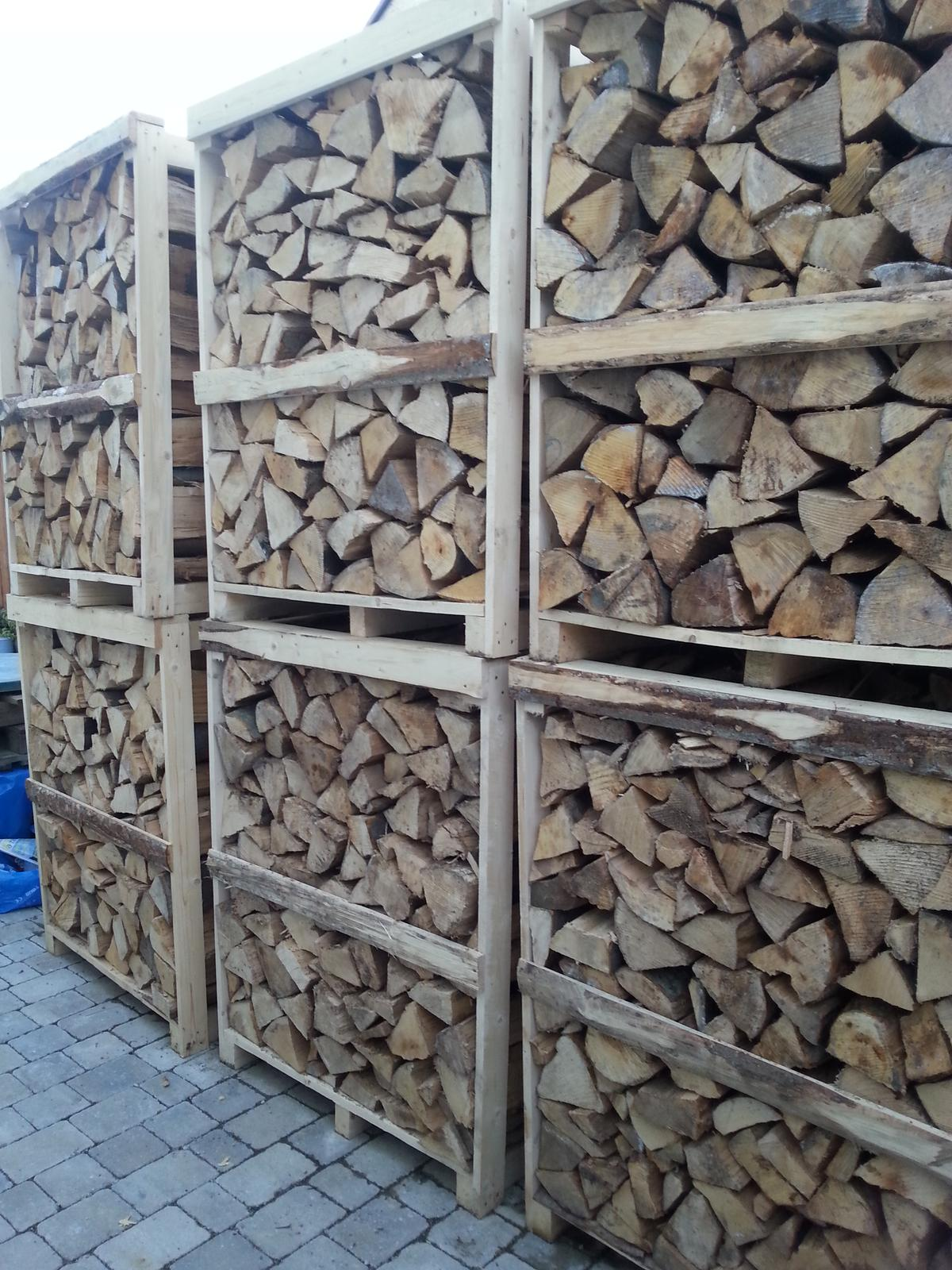 U nás - v malom dome :-) - dreva bude hadam dost :-)