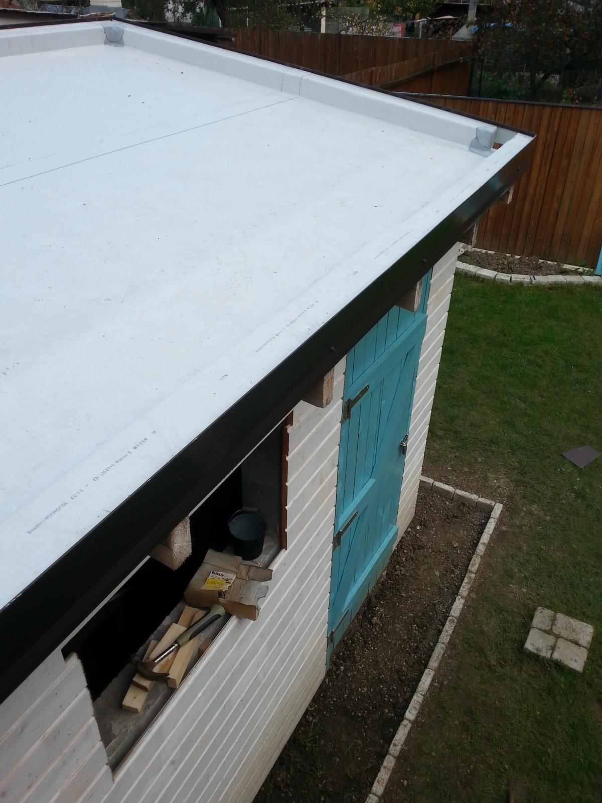 Projekt - záhrada ;-) - priprava na zelenu strechu, chodnicek okolo dokonceny..