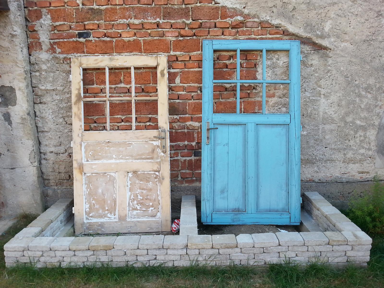 Projekt - záhrada ;-) - dvere vpravo hotovka, lave v procese :-) vymurovana bylinkova zahradka :-)