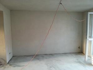 obyvacka s novymi stierkami a podlahou