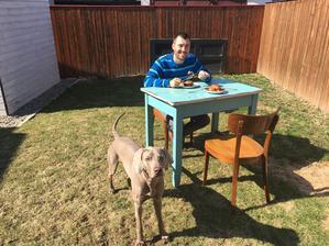 Dnes sme zahájili prvý obed v záhrade roku 2017 :D ps: trávnik má na svedomí ten sivý krásavec vpredu