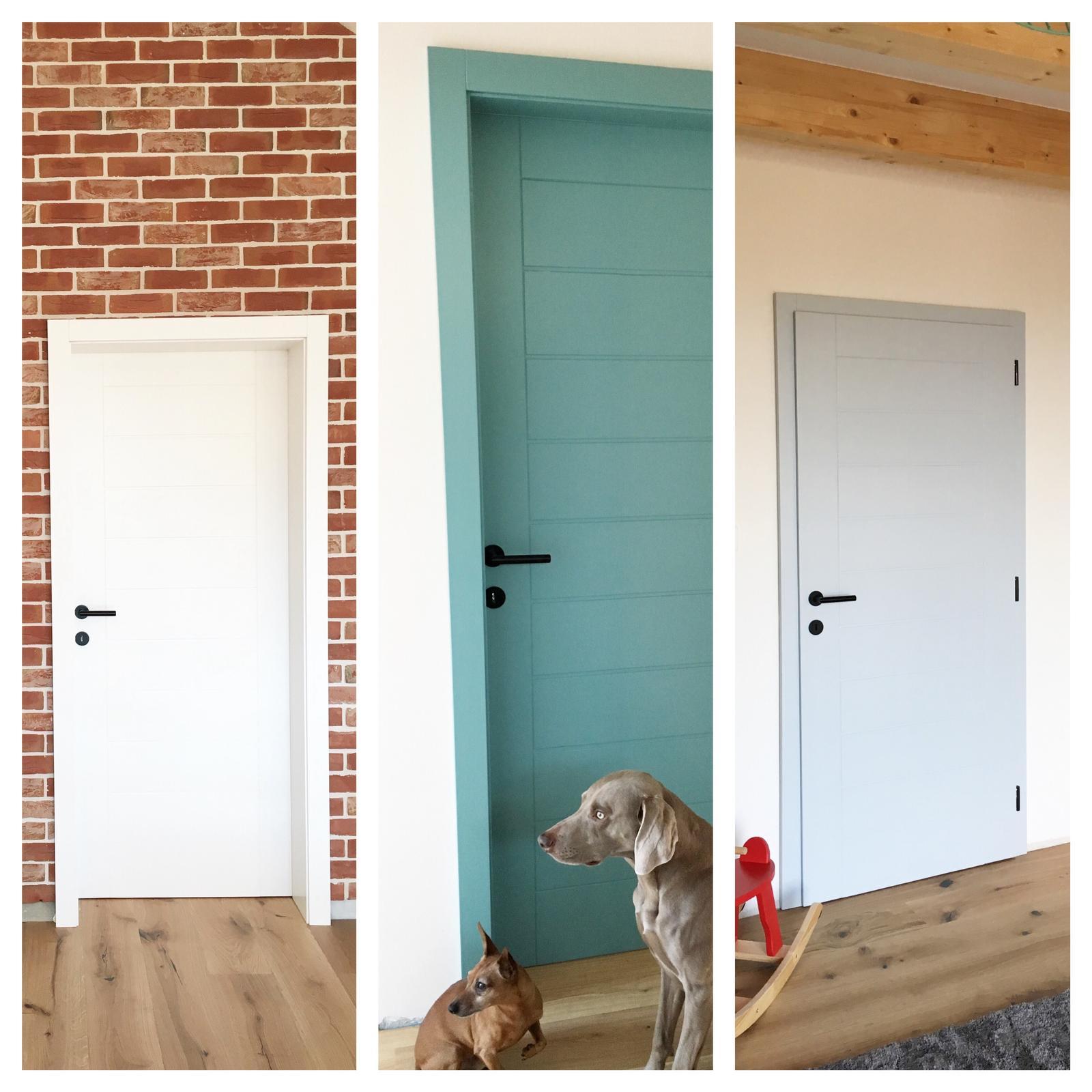 Nový dom v starom sade - Máme dvere :-) naše farebné trio
