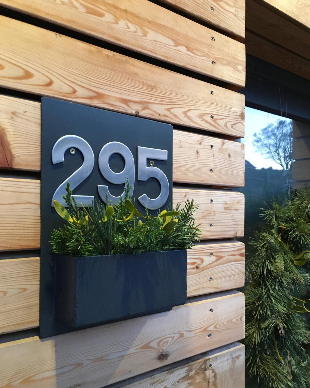 Nový dom v starom sade - Číslo domu