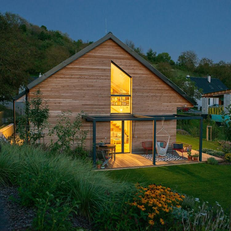 Nový dom v starom sade - očami fotografa