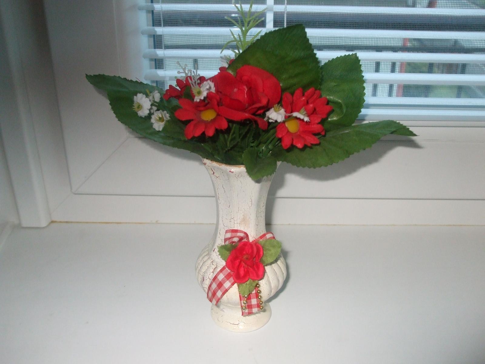 Zaujímavá vázička s kytičkou - Obrázok č. 1