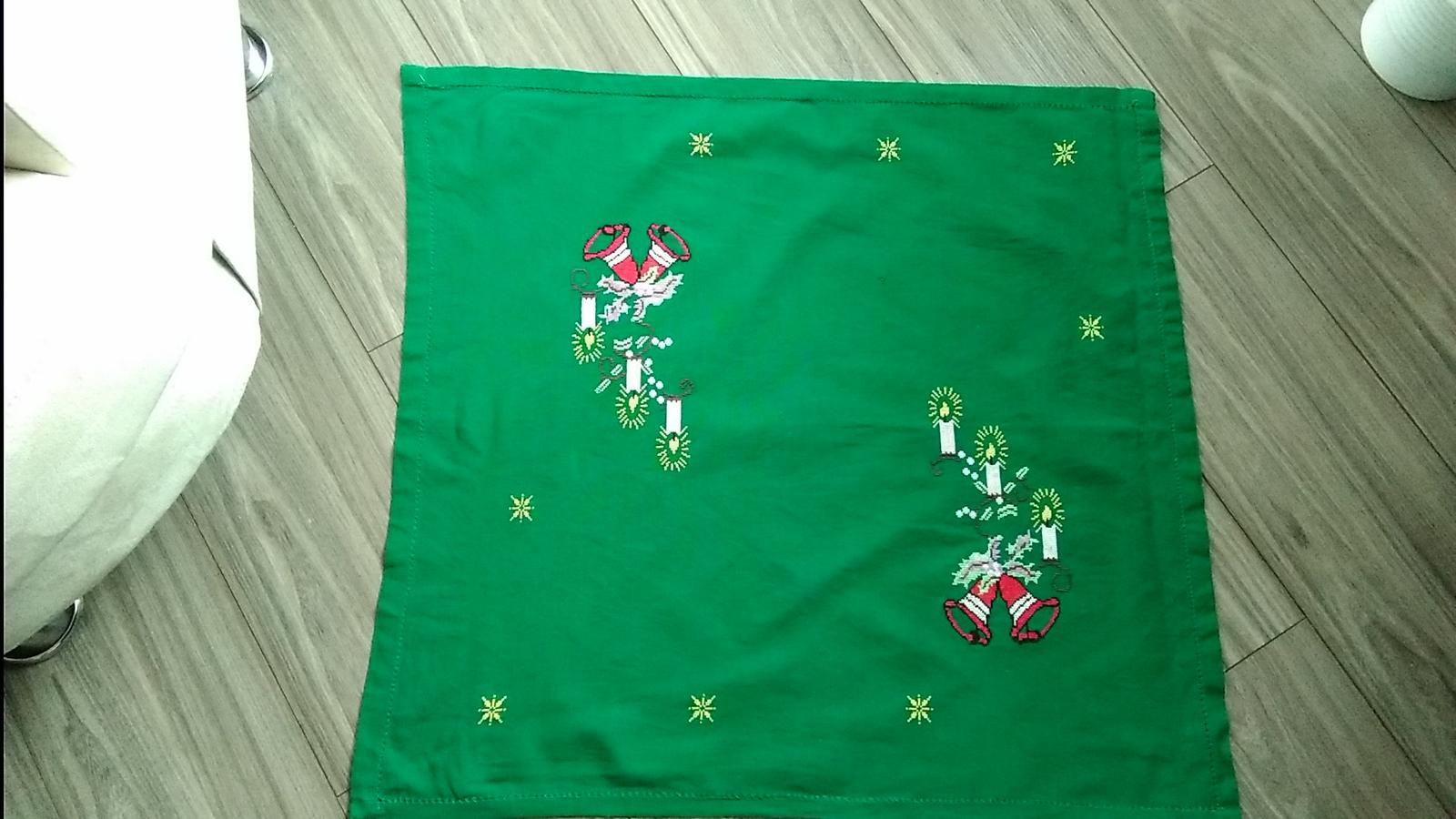 Vianočný obrus 70 x 72 cm - Obrázok č. 1