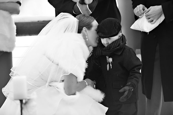 Svadba podľa obdobia: zima :) - ked som uvidela tuto fotku tak ako prve mi napadlo ze mu sepka: A ked budem mat dcerku tak si ju vezmes... :)