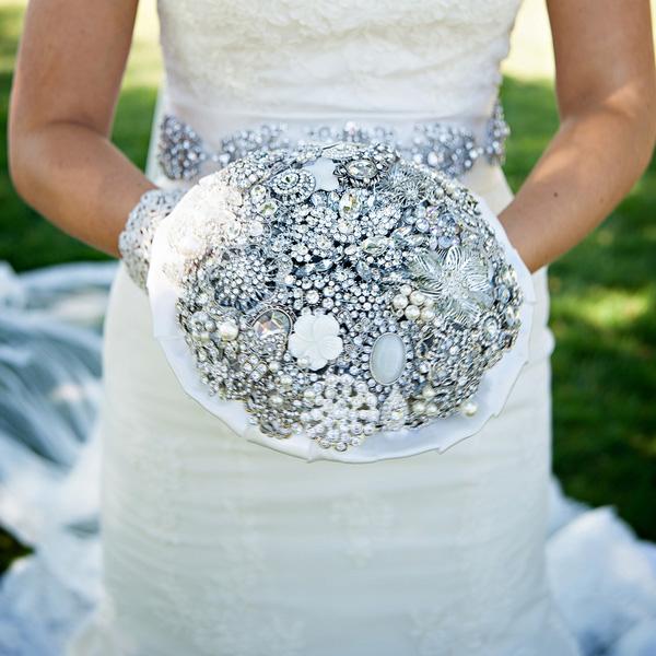 Svadba podľa obdobia: zima :) - netradicna kytica.. :) ... bez kvetov... :)