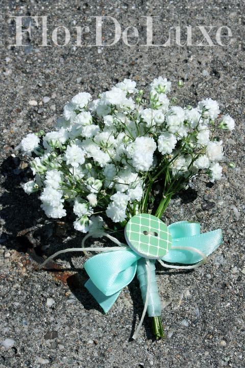 ❤️ Svadobné kytičky pre naše krásne nevestičky 2014 ♥ - pierko z nevestinho závoja