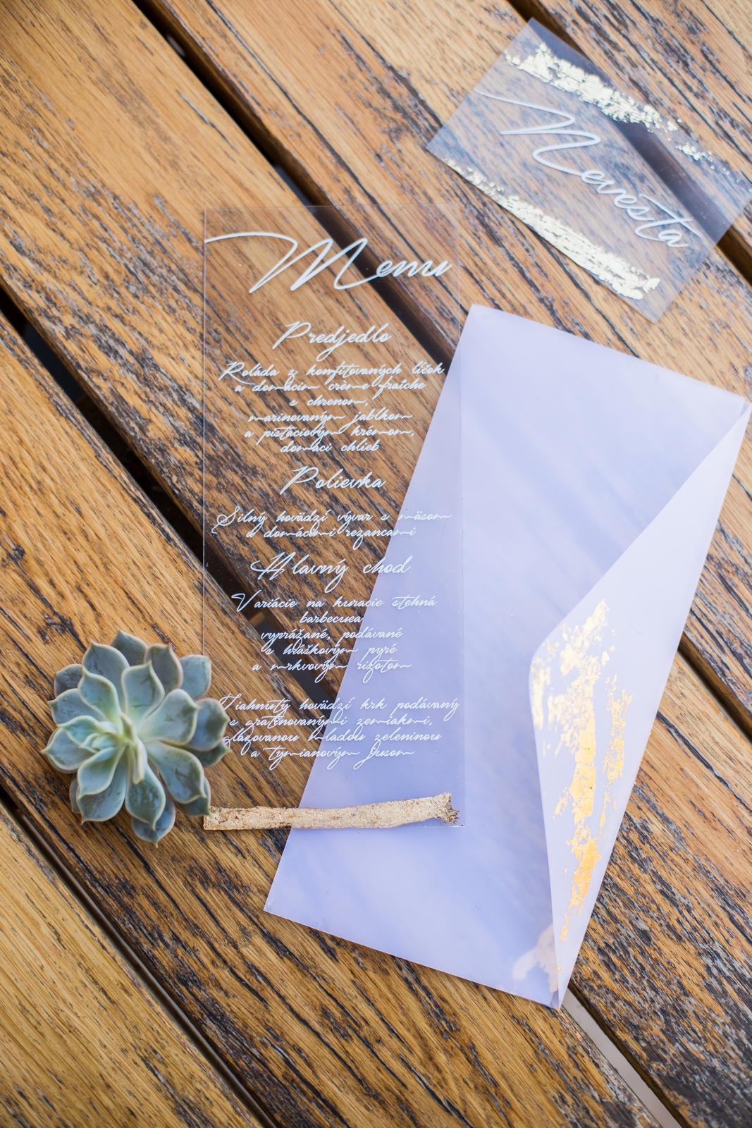 Originálne svadobné tlačoviny na transparentnom plaste doplnené plátkovým zlatom - Obrázok č. 10