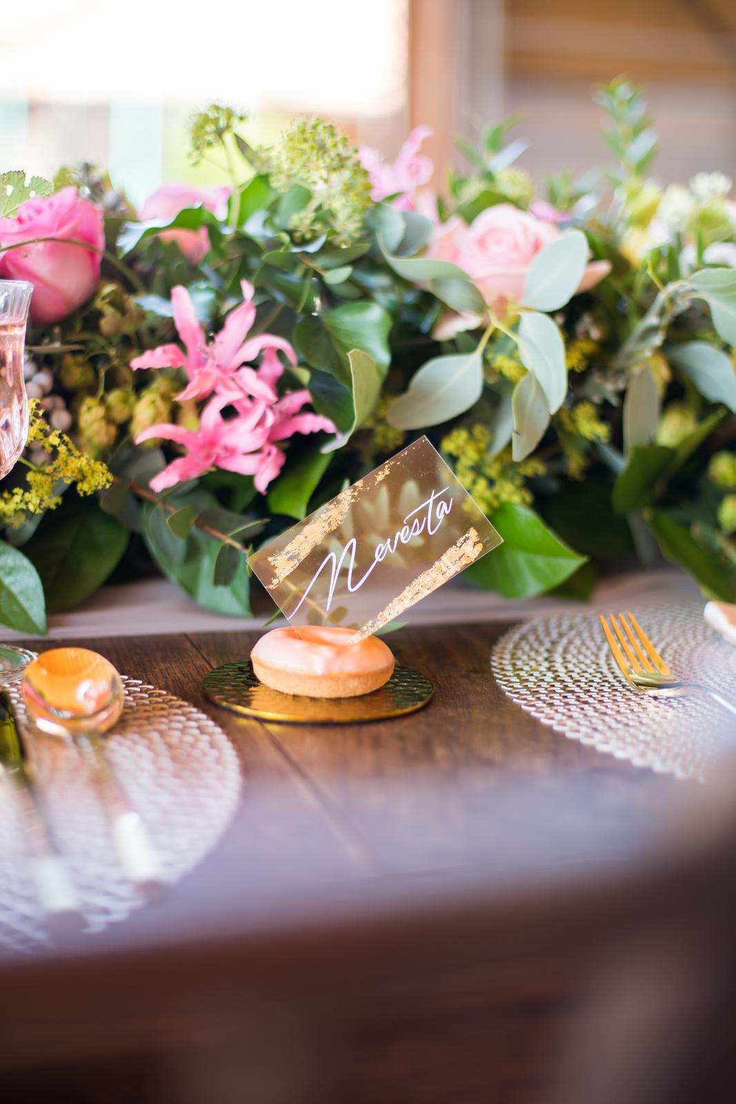 Originálne svadobné tlačoviny na transparentnom plaste doplnené plátkovým zlatom - Obrázok č. 11