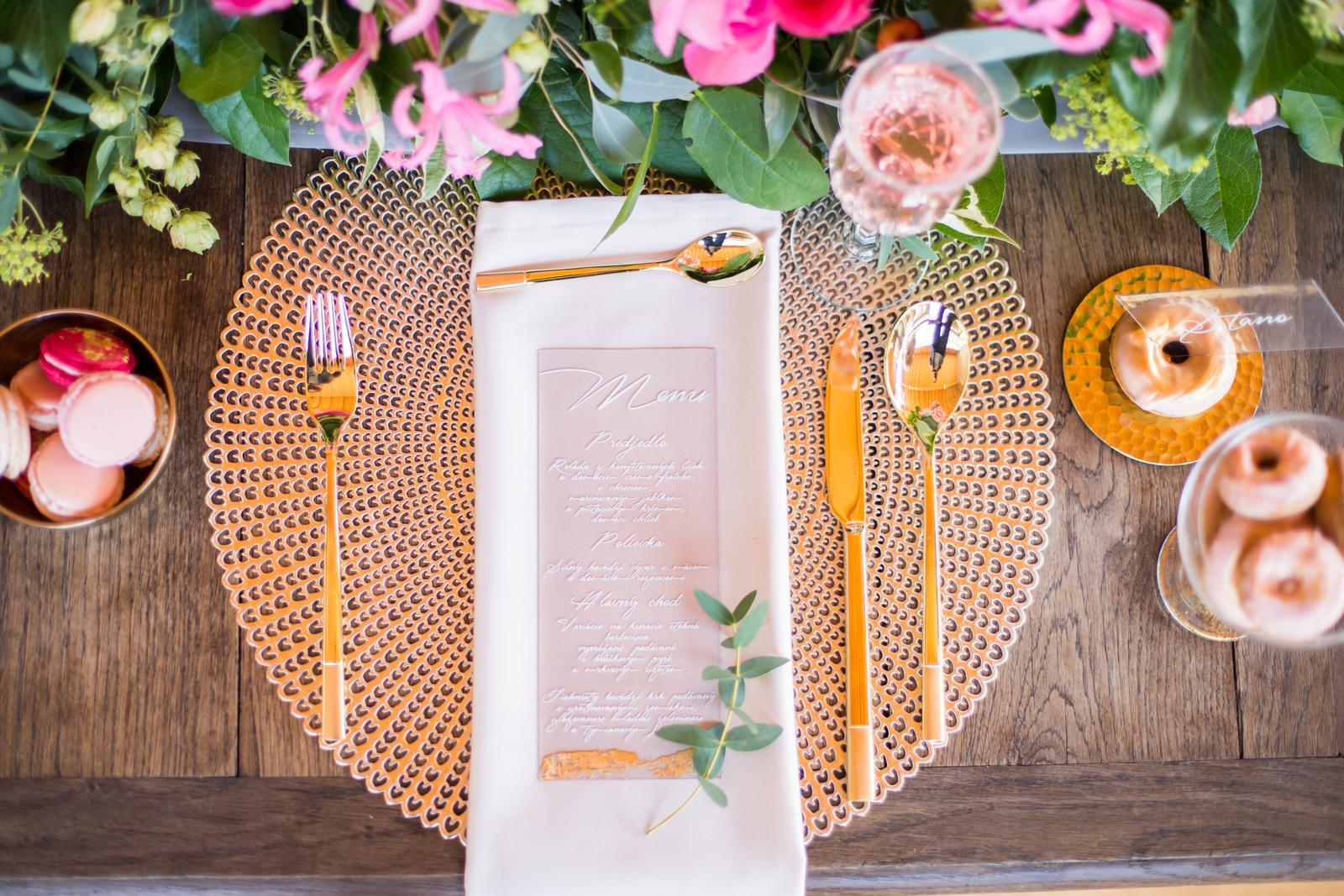 Originálne svadobné tlačoviny na transparentnom plaste doplnené plátkovým zlatom - Obrázok č. 6