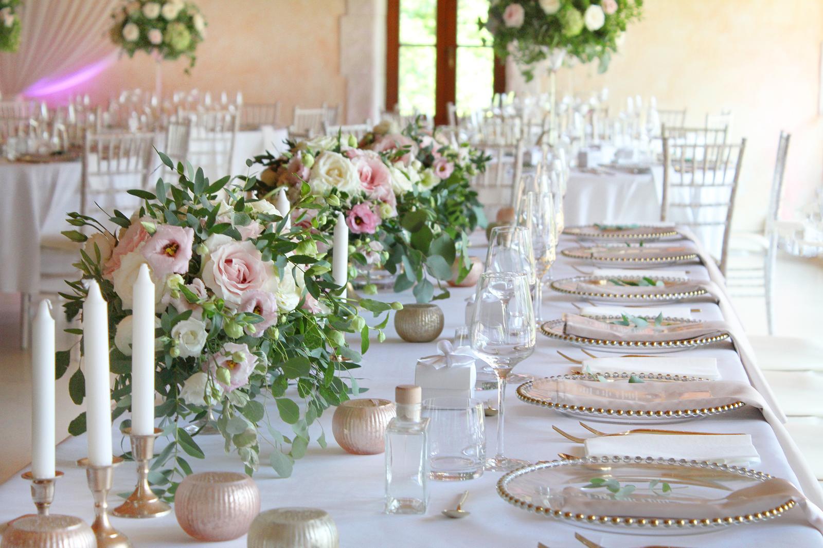 Romantická púdrovo-zlatá greenery svadbička Nelky a Denisa - Obrázok č. 13