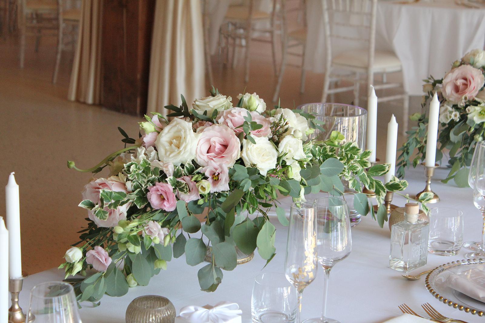 Romantická púdrovo-zlatá greenery svadbička Nelky a Denisa - Obrázok č. 8
