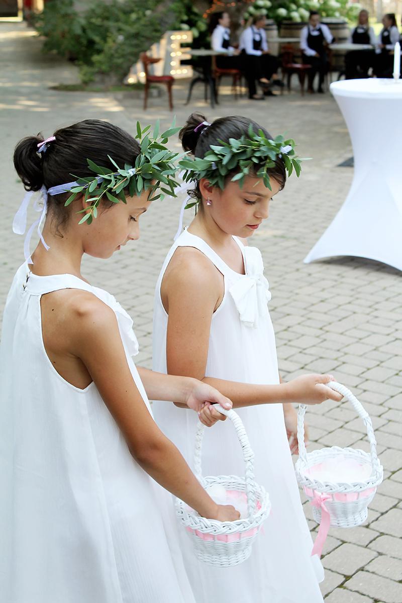 Romantická púdrovo-zlatá greenery svadbička Nelky a Denisa - Obrázok č. 20