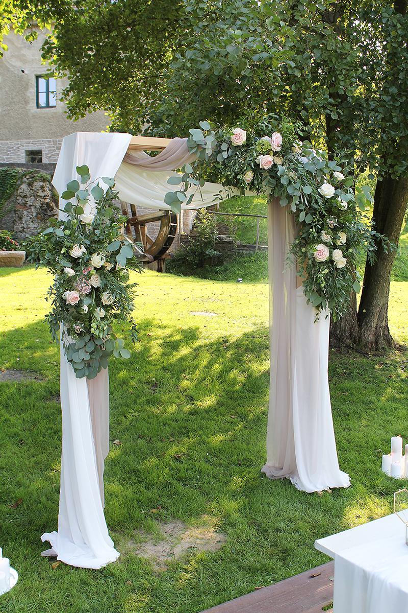 Romantická púdrovo-zlatá greenery svadbička Nelky a Denisa - Obrázok č. 4