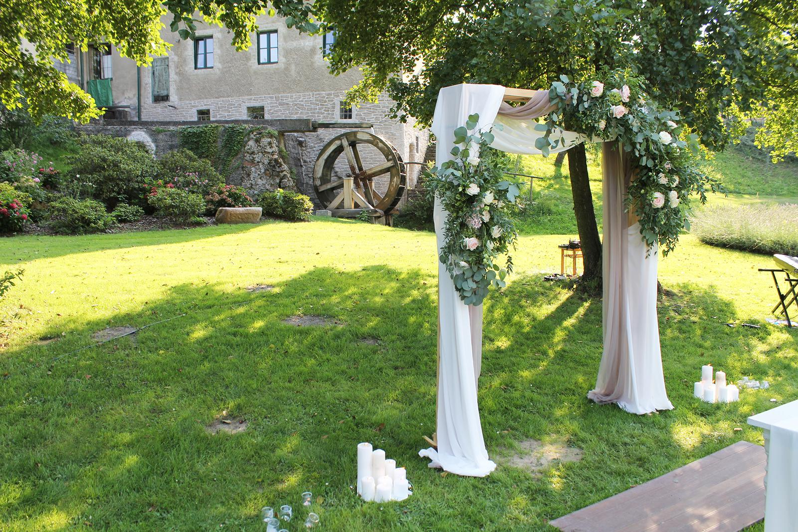 Romantická púdrovo-zlatá greenery svadbička Nelky a Denisa - Obrázok č. 17