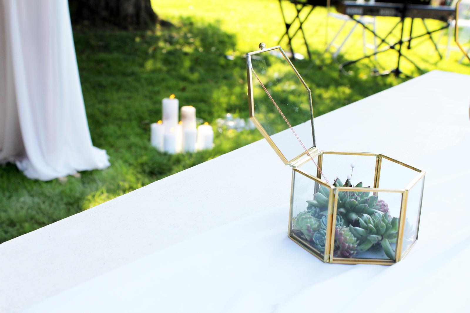 Romantická púdrovo-zlatá greenery svadbička Nelky a Denisa - Obrázok č. 18