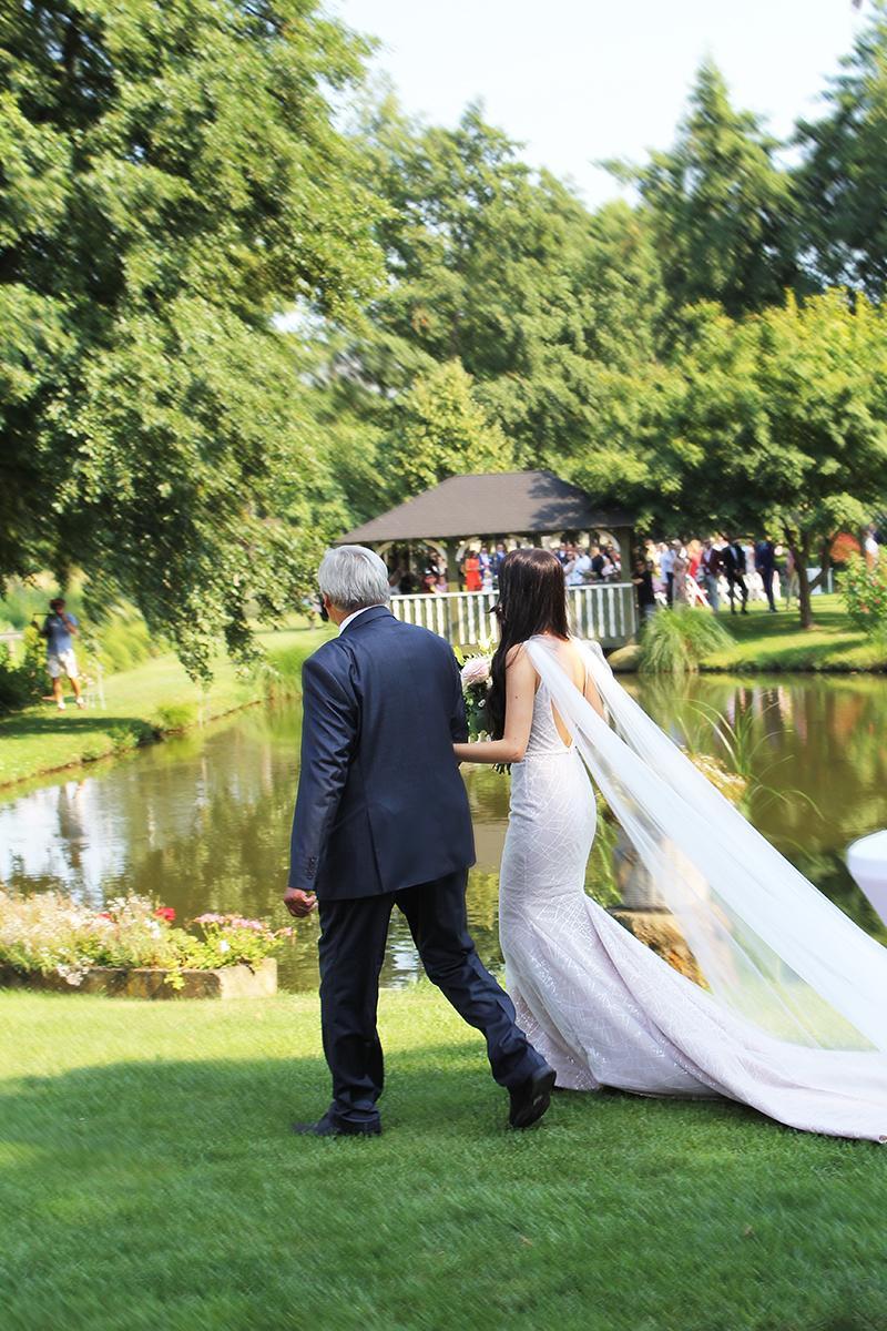 Romantická púdrovo-zlatá greenery svadbička Nelky a Denisa - Obrázok č. 30