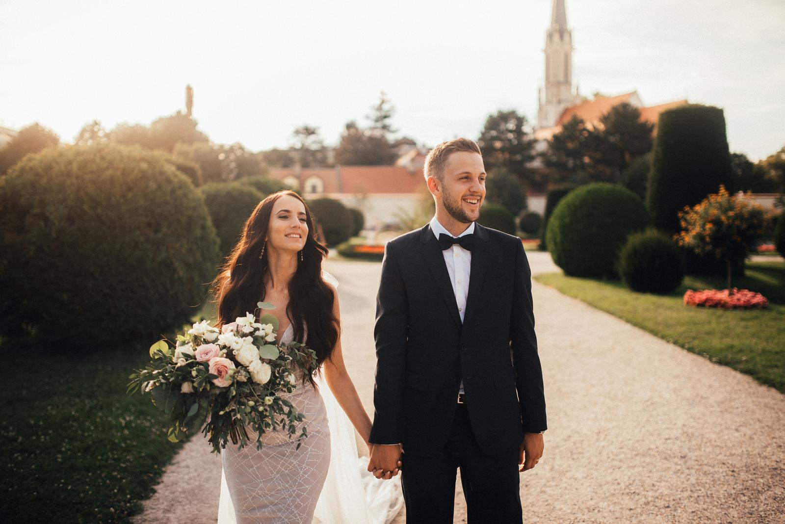 Romantická púdrovo-zlatá greenery svadbička Nelky a Denisa - foto Matej Kmeť