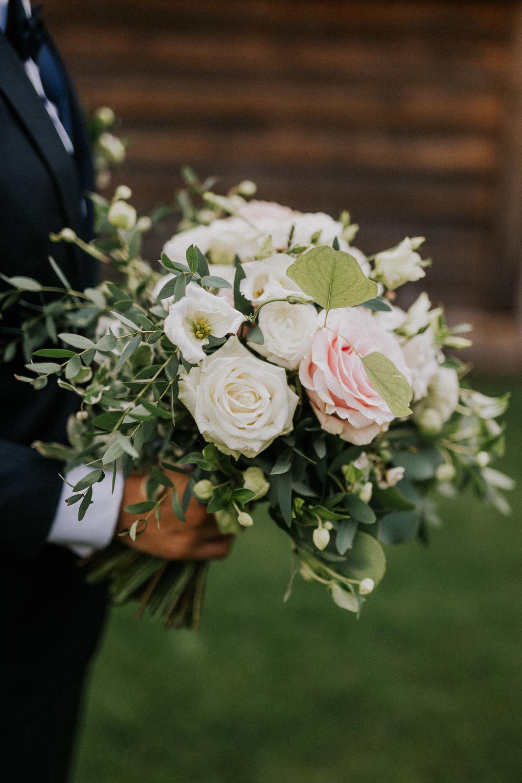 Romantická púdrovo-zlatá greenery svadbička Nelky a Denisa - Foto Radovan Škohel