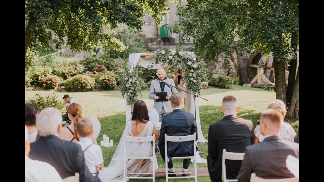Romantická púdrovo-zlatá greenery svadbička Nelky a Denisa - Obrázok č. 53