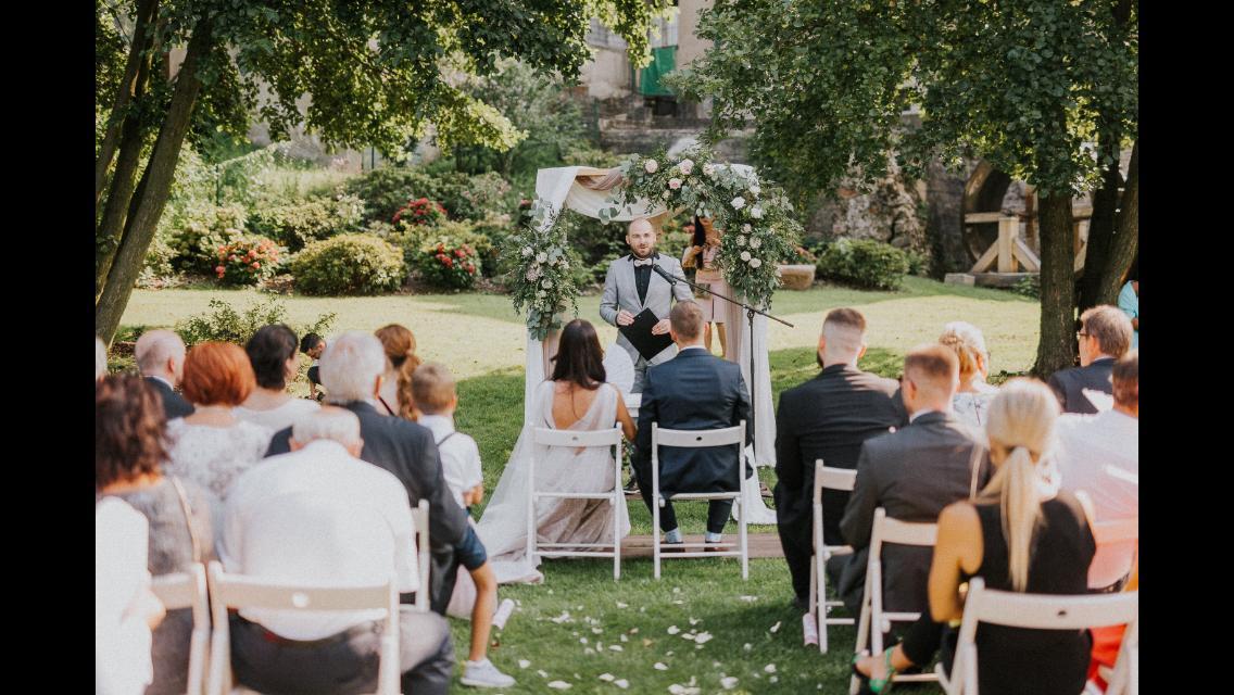 Romantická púdrovo-zlatá greenery svadbička Nelky a Denisa - Obrázok č. 54