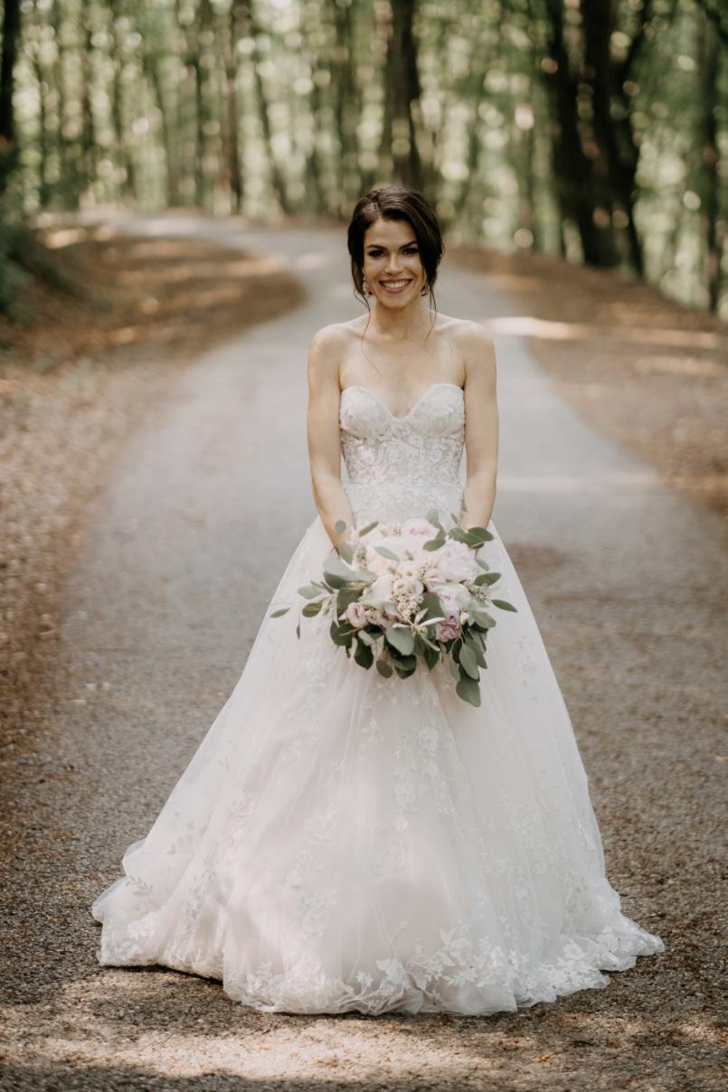 Krásna svadbička krásneho páru Mišky a Wesleyho - Obrázok č. 2