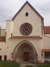 Obřad bue ve 12:00 v klášteře Porta Coeli