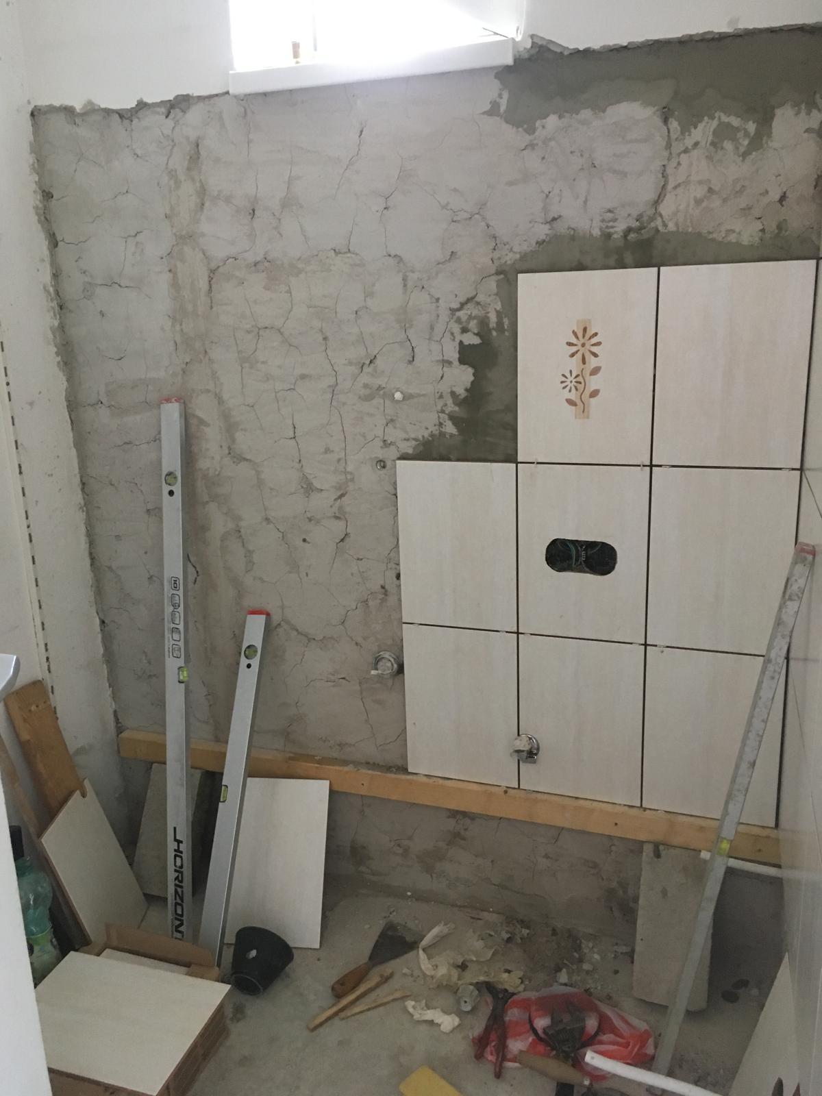 Rekonštrukcia WC - Priestoru nazvyš nie je. 152×176 cm. Obklad 35×25 vychádzal ideálne.