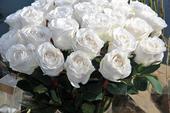 umělé růže bílé kytice růží svatební luxusní,