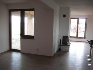jedáleň s obývačkou