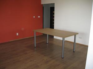 jedálenský stôl poskladaný