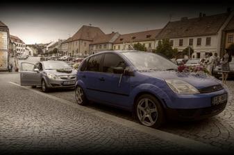 naše autí..