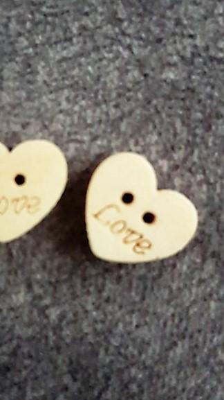 25 ks drevene srdiecka na pierka s textom LOVE - Obrázok č. 1