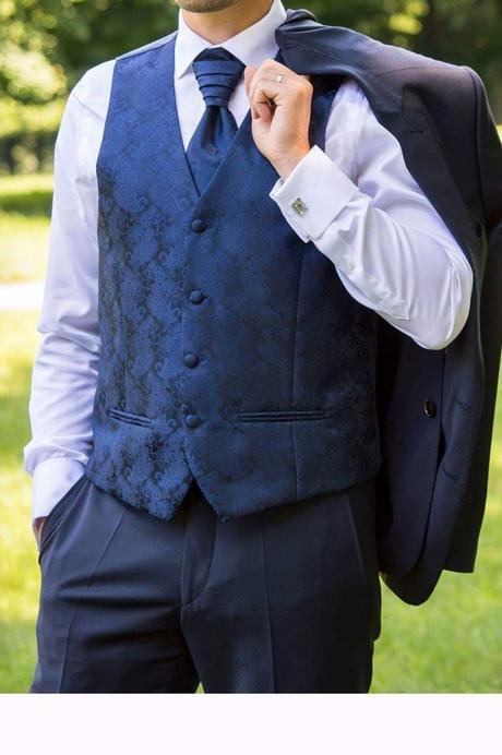 oblekova luxusna vesta vel. 50, s kravatou  - Obrázok č. 1